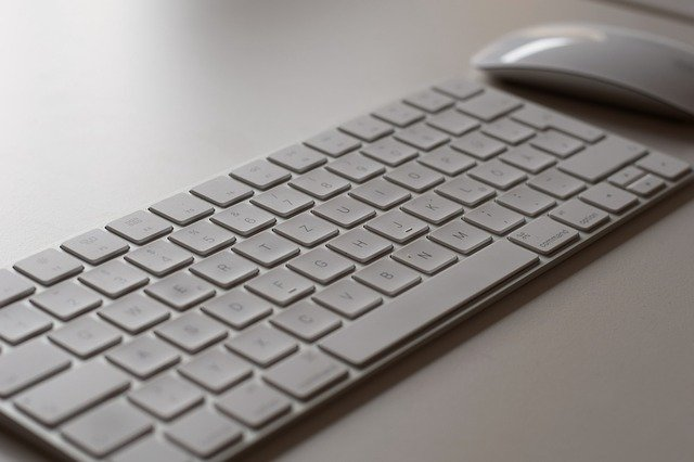 Keyboard with a mouse - Image by Thorsten Frenzel from Pixabay